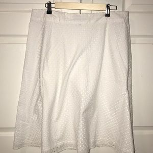 Geometric pattern white skirt
